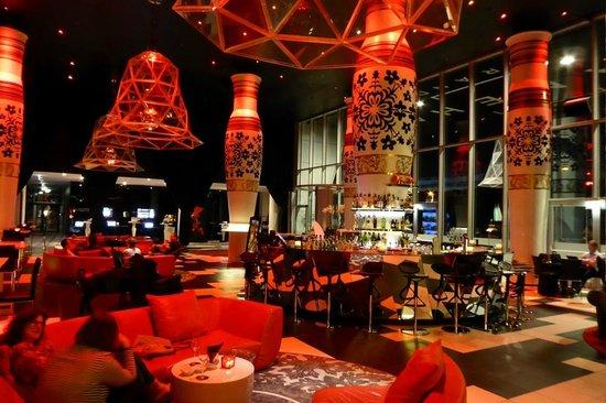 Kameha Grand: Bar in der Lobby