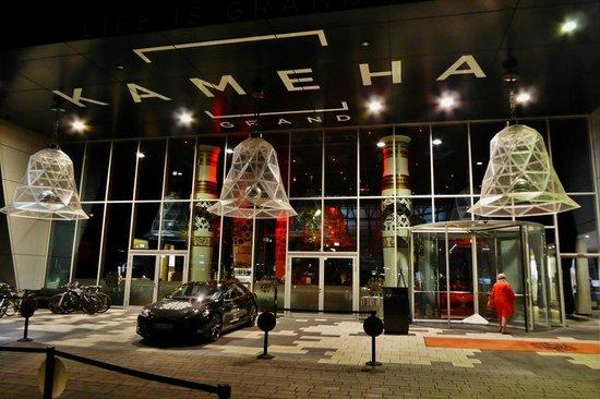 Kameha Grand: Eingang Nachts