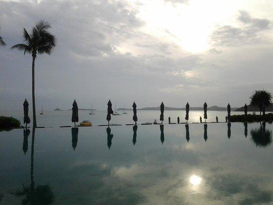 Hansar Samui Resort : infinity pool