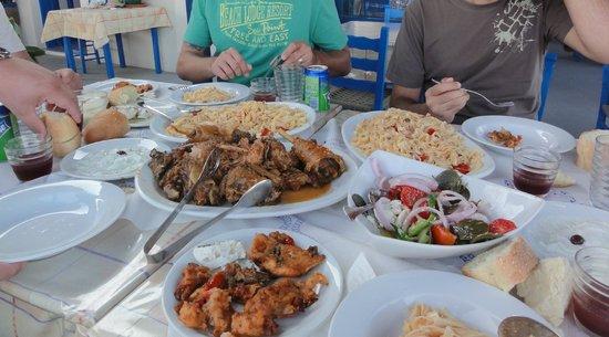 Taverna Glaros : κόκορας με μακαρόνια