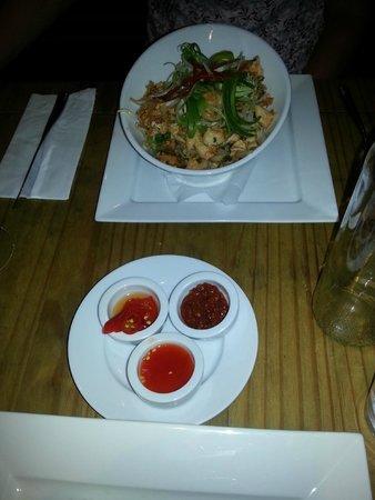 Kahuna: Pad Thai packed with Chicken & Prawns. Delish!