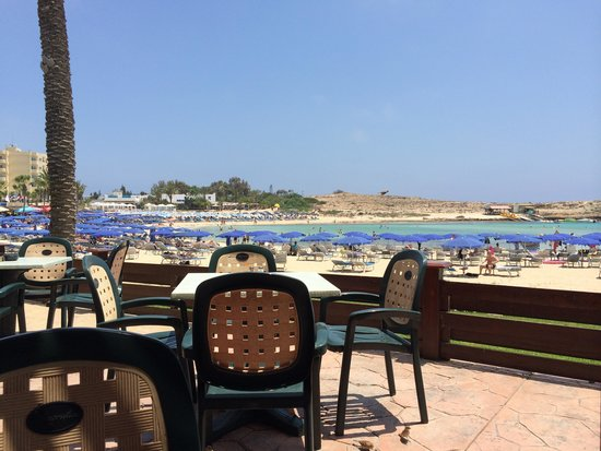 Pavlo Napa Beach Hotel: view at lunch pool bar