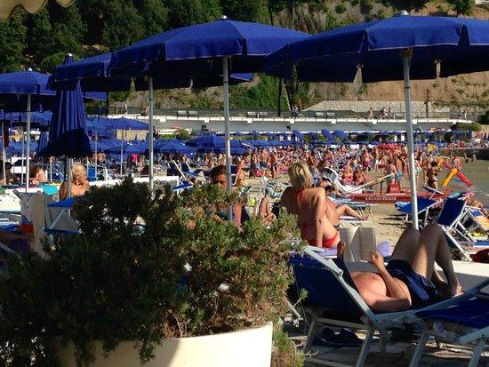 Lido di Lerici Stabilimento Balneare : the crowds at Lido