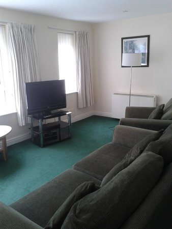 Cromer Country Club: Lounge in one bedroom apartment