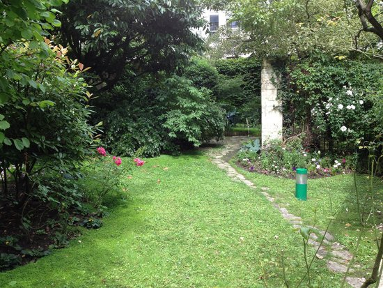 Quality Hotel Abaca Messidor Paris : Jardin de l'hôtel Abaca