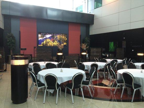 Sheraton Amsterdam Airport Hotel and Conference Center: Sheraton Amsterdam airport hotel - common/dining area