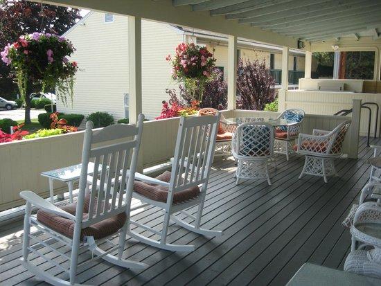 The Colonial Inn: veranda