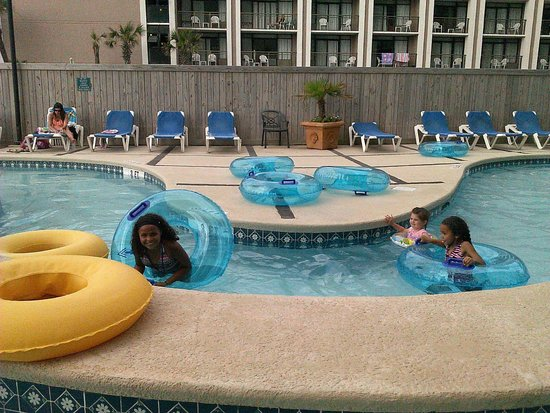 Sand Dunes Resort & Spa: Small lazy river at pool area not waterpark.