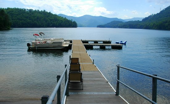 Blue Waters Mountain Lodge : Stunning Views of Lake Santeetlah