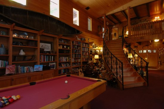Blue Waters Mountain Lodge : Time For A Quick Game?