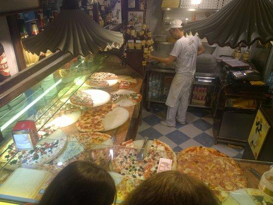 Antico Forno: Pizza galore