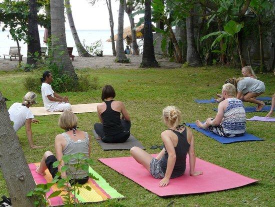 Bali Bhuana Beach Cottages : yoga in the garden