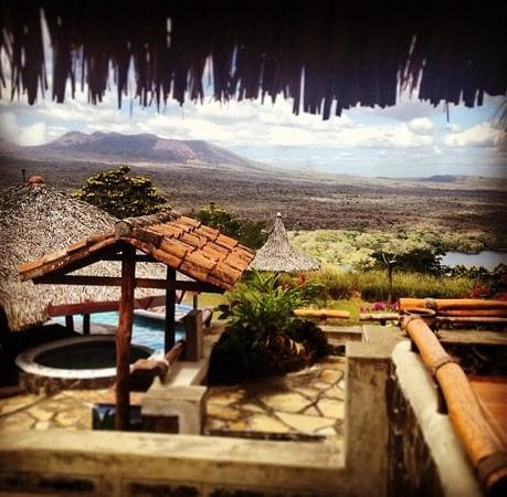 Hacienda Puerta Del Cielo Eco Spa: what a view, a volcano, a lake and a pool