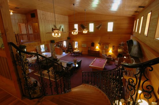 Blue Waters Mountain Lodge : Great Hall from Staircase