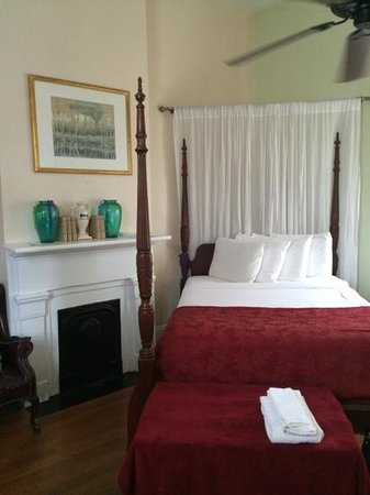 Olde Town Inn: Our room #202