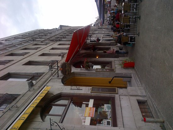 Entrance to Auberge de la Place Royale Facing East