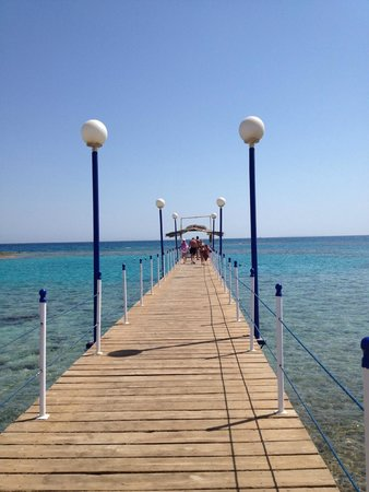 Coral Beach Hurghada Resort : пирс