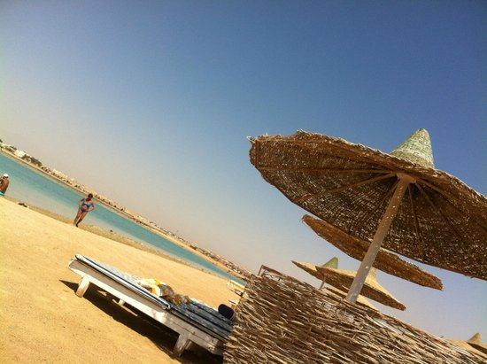 Coral Beach Hurghada Resort : пляж