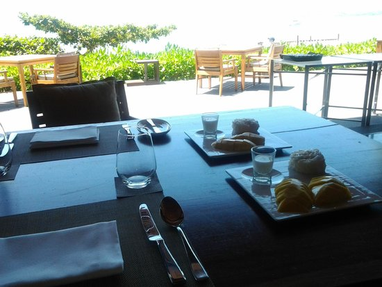 H Bistro at Hansar Samui: sticky rice, with great view