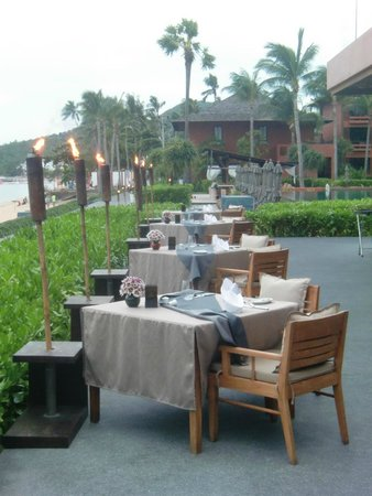 H Bistro at Hansar Samui: late afternoon, h-bistro's getting ready