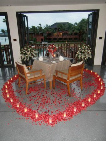 H Bistro at Hansar Samui: setting by hansar for marriage propsal; my wife never had anybody prepare such a setting ;-)