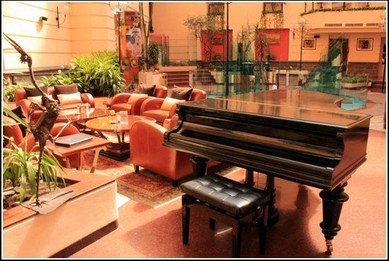 Grand Hotel Yerevan: Le patio.