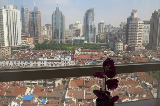 SSAW Boutique Hotel Shanghai Bund : Executive City View Room (window view)