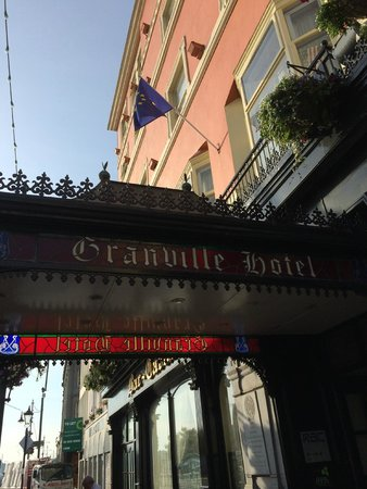 Granville Hotel: Welcoming canopy