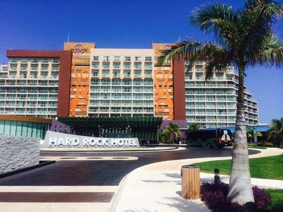 Hard Rock Hotel Cancun: Front entrance