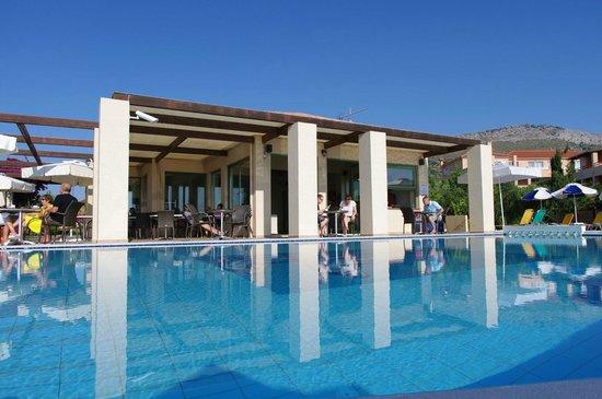 Livadaki Village Hotel: pool Bar