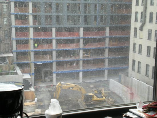 Comfort Inn Midtown West: Current building work opposite