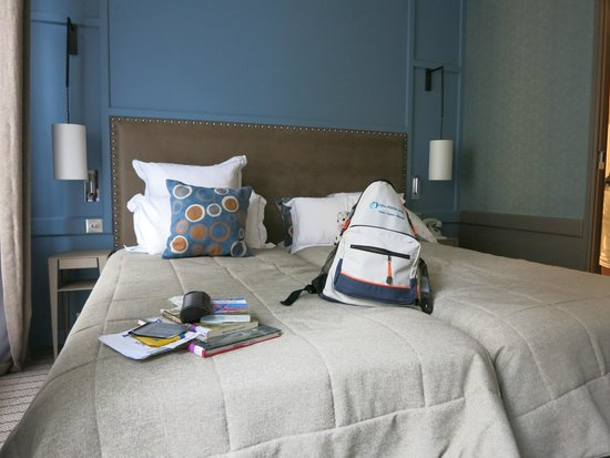 Hotel Signature St Germain des Pres: two very comfortable twin beds