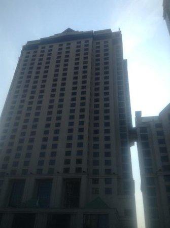 Hilton Niagara Falls/Fallsview Hotel & Suites: Outside Hilton - Niagra