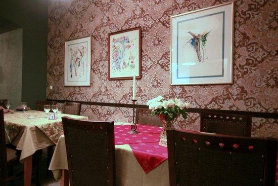 Dolmama Restaurant: Une des salles du restaurant.