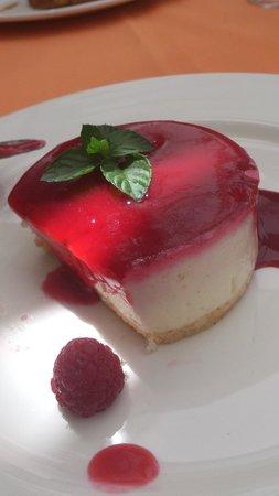 Restaurante Jardines Alberto: Tarta de queso con crocanti caramelizado