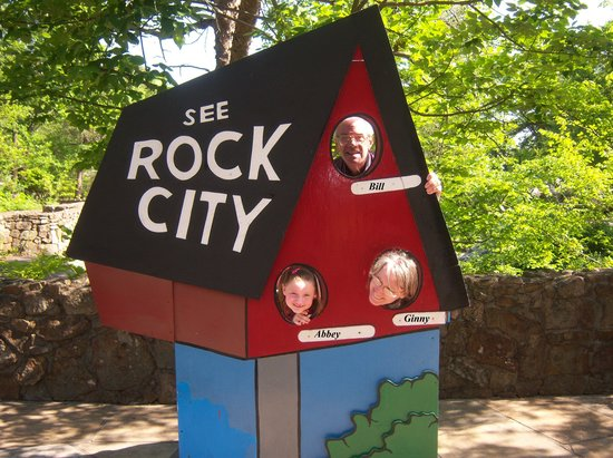 Holiday Inn Express Hotel and Suites Chattanooga-Lookout Mountain: Grandpa, Grandma & Abbey @ Rock City