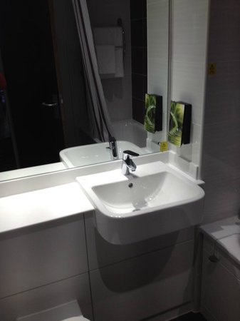 Bathroom picture of premier inn aberdeen city centre hotel aberdeen tripadvisor Premiere bathroom design reviews