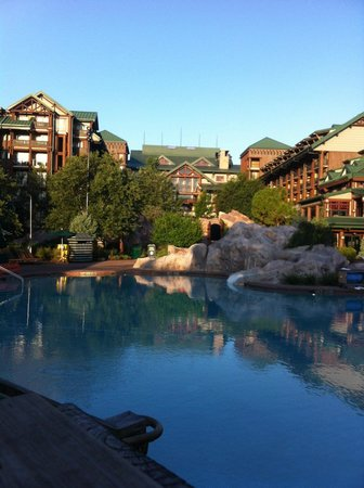 Disney's Wilderness Lodge: view of pool and lodge