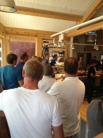 Bakeriet i Lom: In line in order to order...