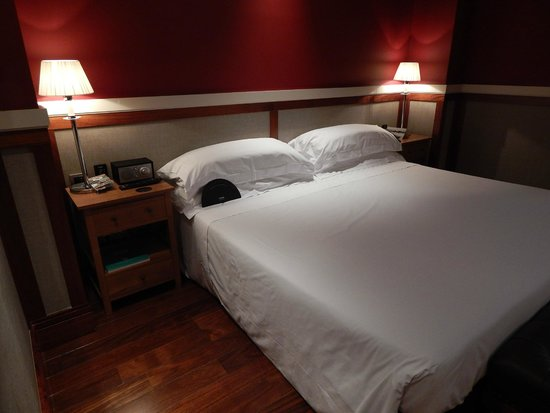 Hotel 1898: Soft, comfy beds with various pillow choices.