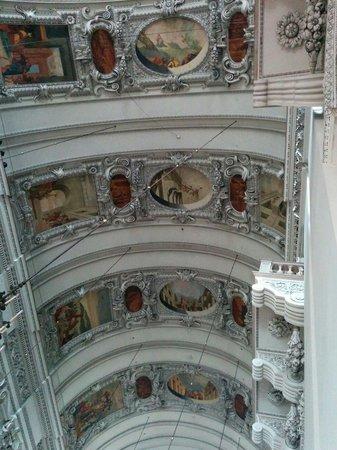 Salzburger Dom: Peintures et sculptures du plafond