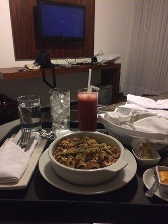 NM Lima Hotel: Servicio al cuarto, la comida no es muy buena...