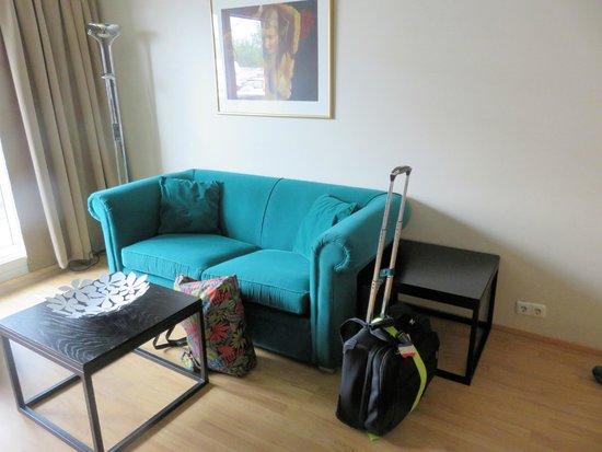 Hotel Fron: sofa in 1 bedroom