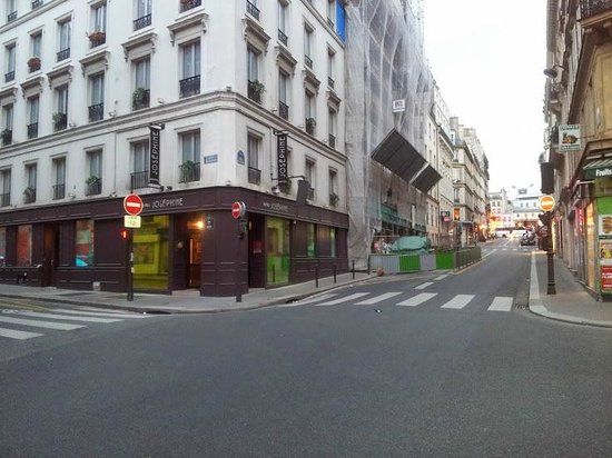 Hotel Joséphine by HappyCulture : Hotel with adjoining building works (July 2014)