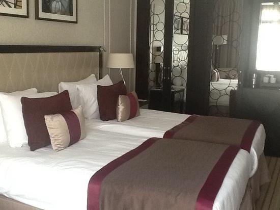 Paris Marriott Opera Ambassador Hotel: lovely room