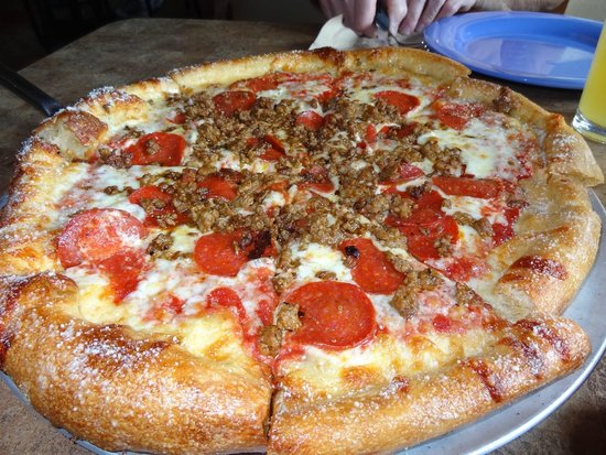 Six Pence Pub Blowing Rock: Large cheese, sausage & pepperoni pizza!