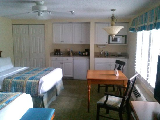 Holiday Inn Hotel & Suites Clearwater Beach South Harbourside: Kitchen area