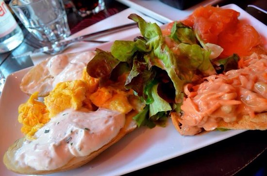 Maison Lacombe : Smoked salmon toast was yummie! So are the croissants and omelette! Staff were friendly and coul