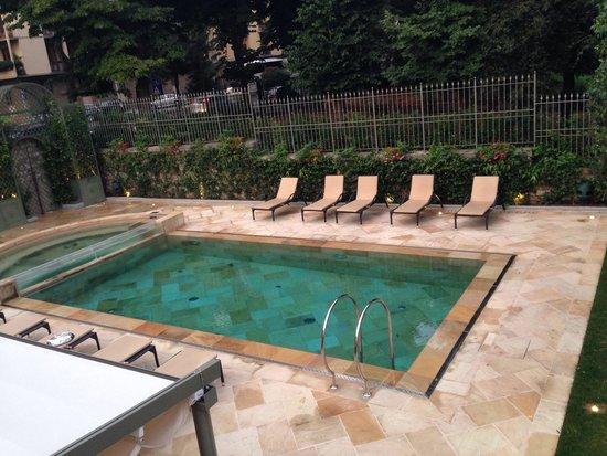 Ville sull'Arno Hotel : La piscina