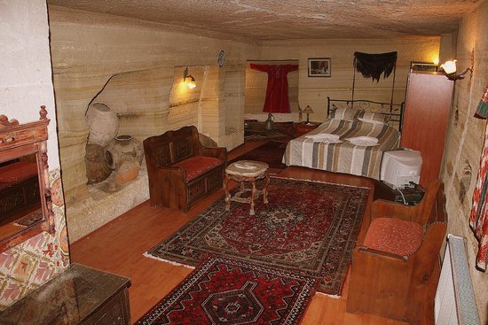 Oriental Cave Suites: Oriental Cave Room, decorated by traditional carpets and kilims